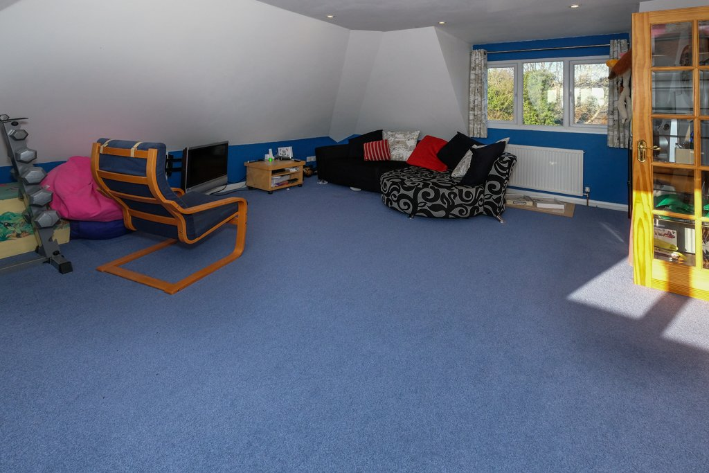 Bedroom detached house for sale in knutsford