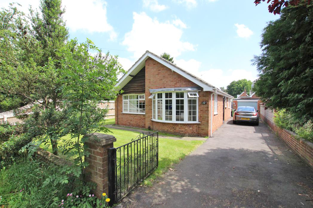 3 Bedrooms Bungalow for sale in PEAKS LANE, NEW WALTHAM