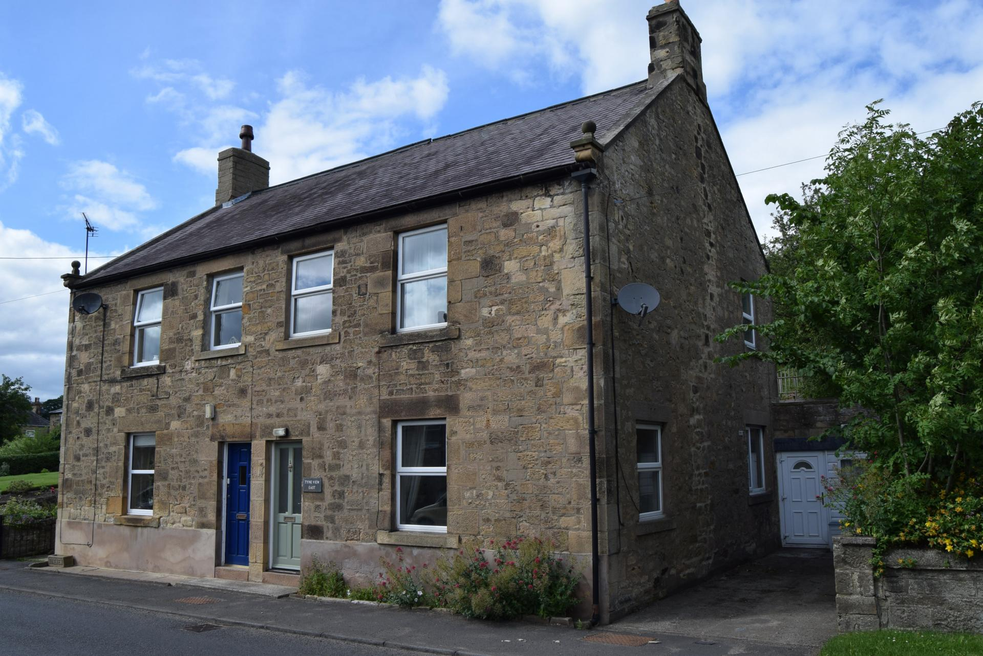 3 Bedrooms Semi Detached House for sale in Fourstones