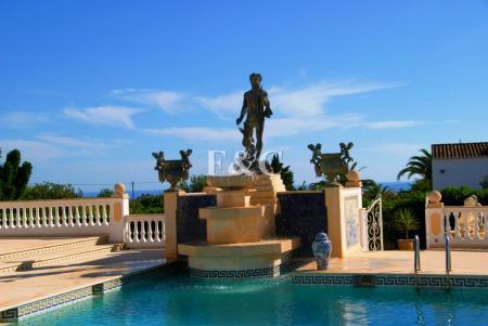 Carvoeiro - Large 3-Bedroom Villa With 1 Bed Annex & Ocean Views