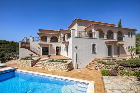 Carvoeiro - Grand 5 Bedroom Villa in a peaceful Location