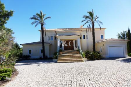 Carvoeiro - 4 Bedroom Villa Finished to a Very High Standart