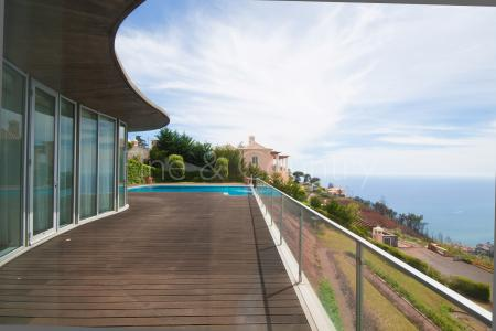 4-Bed Villa with Infinity Pool, Madeira