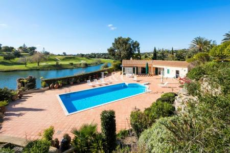 Carvoeiro - 4 + 1 bedroom villa on 3 plots with golf views