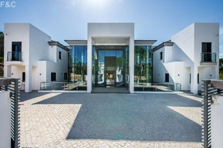 Contemporary Villa In Quinta Do Lago