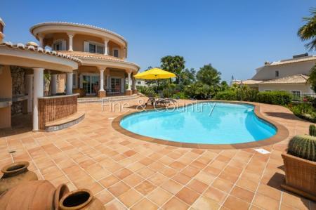 Carvoeiro - Outstanding 3-Bedroom Villa with Pool