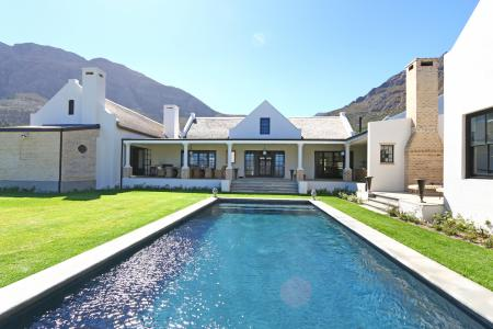 Grand homestead set on a 4000sqm plot with breath-taking views and within a secure Franschhoek lifes